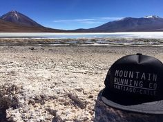 """Tengan todos un gran inicio de semana. Desde la región de Atacama en el """"Pueblo de Arriba"""" como denominaban los atacameños al Licancabur. Escoge el punto de encuentro donde desees moverte y sal a disfrutar al aire libre. Ve por ellos te esperamos . Hoy desde las 19:30 hrs. en el @parquemet.cl . : info@stgomrco.com  / Foto por @valeesantis y @paulopizarrodiaz  #stgomrco #truckerhatstgomrco #mammutchile #absolutealpine #mammutmtr #cabradelmonte #cervezaquimera #nutricionenbalance #club #equipo…"""