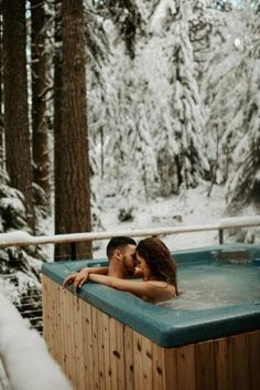 This honeymoon photoshoot is everything a winter bride and groom dreams of. If you are planning for honeymoon photos, you won't regret it. Consider a romantic and adventurous cabin destination like this beautiful oregon couple. Honeymoon Outfits, Hawaii Honeymoon, Romantic Honeymoon, Honeymoon Destinations, Romantic Travel, Honeymoon Ideas, Romantic Bath, Honeymoon Cabin, Honeymoon Packing