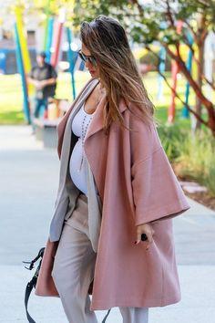 Pregnant Jessica Alba (1200×1800)