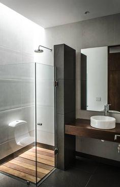 CASA T02: Baños de estilo translation missing: mx.style.baños.moderno por ADI / arquitectura y diseño interior