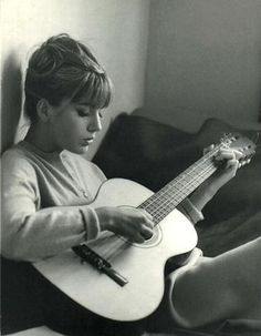 Cool photo inspiration...love the 60's vintage vibe.  And the nylong string guitar makes it cooler.