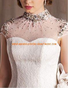 Traumhafte Luxuriöse Brautmode modisch aus Tüll und Satin mit Schleppe Herzausschnitt