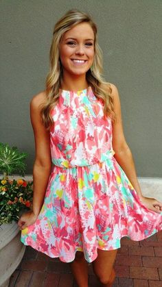 smithhorsegirl:  Fun and bright dress