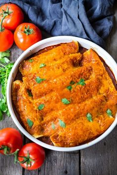 Chicken Enchiladas made with 5-Minute Enchilada Sauce (easy red sauce) and shredded chicken. A delicious comfort food meal the whole family will love. #enchiladas #chickenenchiladas Healthy Chicken Recipes, Healthy Dinner Recipes, Mexican Food Recipes, Ethnic Recipes, Veg Recipes, Fall Recipes, Healthy Meals, Best Enchilada Sauce, Margaritas