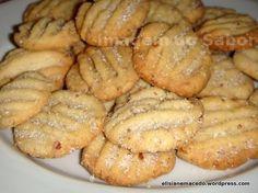 Biscoitos são deliciosos e na maioria das vezes muito fáceis e rápidos de fazer. Este não foge a regra: saboroso, crocante, especial e nada trabalhoso. São tantas as receitas disponíveis e tão fáci… Pie Recipes, Cookie Recipes, Cookie Crisp, Pan Dulce, Whoopie Pies, Scones, Biscotti, Food And Drink, Favorite Recipes