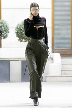 Kendall Jenner& Most Outstanding Outfits of 2016 Kendall Jenner's outfits in 2016 were SO good. Here are our picks for her strongest looks of the year. Mode Outfits, Chic Outfits, Trendy Outfits, High Fashion Outfits, Fashionable Outfits, Fashion Clothes, Winter Outfits, Fashion Dresses, Fashion Tips