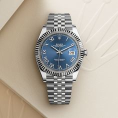 The Rolex Datejust 41 in Oystersteel and white gold, 41 mm case, Blue dial, Jubilee bracelet. The classic watch of reference. Rolex Gmt, Rolex Submariner, Rolex Watches For Men, Luxury Watches, Men's Watches, Vintage Rolex, Vintage Watches, Rolex Daytona Gold, Rolex Oyster Perpetual