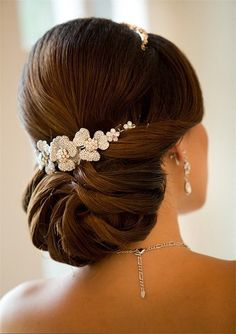 Such a chic hair updo for an elegant bride.