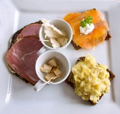 Traditional Icelandic food - Hákarl (putrefied shark, bottom centre in the white cup) with fish stew, smoked trout, and smoked lamb on volcano bread and dried fish (top cup). Smoked Lamb, Smoked Trout, Icelandic Cuisine, Norwegian Food, Fish Stew, Scandinavian Food, International Recipes, Street Food, Dishes