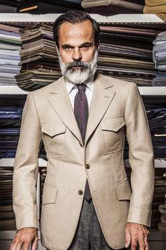 https://vestirseporlospies.es/chaqueta-clara-corbata-oscura-y-camisa-blanca-magistral/