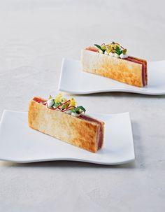 Tramezzini Vitello Tonnato #plating #presentation Gourmet Appetizers, Gourmet Recipes, Gourmet Foods, Gourmet Desserts, Plated Desserts, Molecular Gastronomy, Food Design, Creative Food, Food Presentation