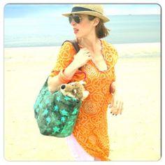 Blogpost 1: Lucie Marshall legte sich ins Zeug und zeigte uns ihre Lieblingskombinationen zum Thema Somnmerurlaub. Mit dabei: Sandaletten von Tommy Hilfiger, eine Tasche von Liebeskind, ein Tuch von Codello und Armreifen von See by Chloé.