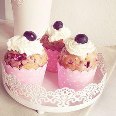 Blueberry / Raspberry Cupcakes ❤ on http://www.lovely-joys.de/