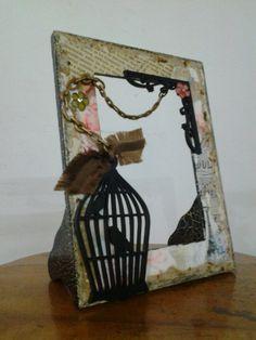 Portaretrato en madera, con un toque vintage, con apliques, transferencia, decoupage...