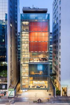 Red box houses galleries at Andrade Morettin's IMS Paulista in Sao Paulo Box Architecture, Architecture Visualization, Commercial Architecture, Amazing Architecture, Contemporary Architecture, Glass Building, Building Facade, Building Design, Building Elevation