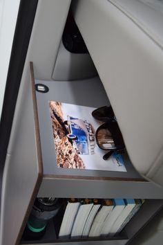 CaliSideBoard - calisolar.ch VW California Solaranlage, Wechselrichter und mehr Van Vw, Camper Van, Campervan Storage Ideas, Vw T5 California, 4x4, Vw Camping, Bus Interior, Van Life, Volkswagen