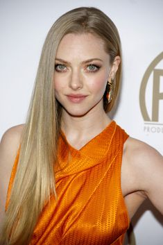 The first thing you'll notice about Amanda Seyfried is her stunning eyes. They're large, gorgeous and soul-bending. Long Layered Haircuts, Straight Hairstyles, Cool Hairstyles, Layered Hairstyles, Blonde Hairstyles, African Hairstyles, Long Hair Cuts, Long Hair Styles, One Length Hair