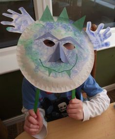 DIY Halloween Mask Crafts for Kids, which are embellished in rich colors and fine design. They are perfect props for Halloween pretend play which fosters imagination and creativity in children. Summer Camp Crafts, Camping Crafts, Fun Crafts For Kids, Creative Crafts, Diy For Kids, Kid Crafts, Monster Mask, Monster Party, Halloween Masks