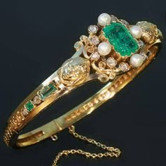 Antique emerald, pearl and diamond bangle made in France Antique Bracelets, Antique Jewelry, Bangle Bracelets, Vintage Jewelry, Bracelet Box, Art Deco Jewelry, Jewelry Design, Jewelry Box, Art Nouveau