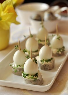 Easter buns with quail eggs and white sausage recipes from myTaste Entree Festive, Easter Appetizers, Quail Eggs, Food Platters, Appetisers, Sausage Recipes, Easter Recipes, Creative Food, Clean Eating Snacks