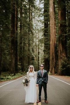 This cool couple celebrated their fifth wedding anniversary in style with an epic national park vow renewal that takes dreaminess to a whole new level! | Image by Catherine Coons Photography