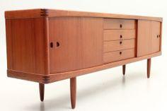 The H.W.Klein sideboard in teak produced by Bramin Møbler, Danmark. Danish Scandinavian furniture design from the 1960s. www.reModern.dk