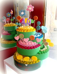 #tartachuches #tartagolosinas #tartascumpleaños #tarta40años #tartachuchescolorida Torta Candy, Candy Cakes, Sweet Hampers, Candy Arrangements, All Candy, Candy Board, Sweet Trees, Minion Birthday, Chocolate Bouquet