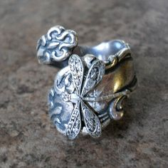 Dragonfly Spoon Ring Silver Spoon Ring by EnchantedLockets on Etsy Silverware Jewelry, Spoon Jewelry, Spoon Rings, Hand Jewelry, Argent Antique, Antique Silver, Dragonfly Jewelry, Silver Spoons, Silver Gifts