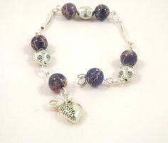 Bracelet jaspe mauve, perles et tubes courbés en métal argentés, coeur argenté : Bracelet par long-nathalie