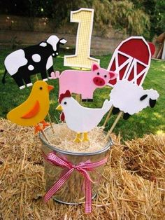 country farm animal party centerpieces Barn Farm Theme Centerpiece by jollylollycreations on Etsy Party Animals, Farm Animal Party, Farm Animal Birthday, Barnyard Party, Farm Birthday, Farm Party, 2nd Birthday Parties, Birthday Ideas, Farm Animal Crafts