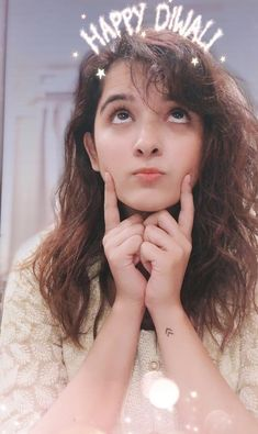 Shirley Setia is an indo Kiwi Singer. Hindustan Times and Forbes featured Setia as Bollywood's Next Big Singing Sensational. Girl Photo Poses, Girl Photos, Shirley Setia, Beautiful Girl Photo, Beautiful Eyes, Francisco Lachowski, Stylish Girl Pic, Celebrity Travel, Girls Dpz