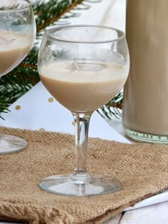 Bailey's maison: 400 g de lait concentré sucré 280 ml de whisky 200 ml de crème légère 2 cs de s...