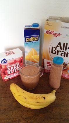 """""""Mogge""""        Smoothie van:  2 bekers sap, 1 beker AllBran, 1 beker yoghurt, 1 doosje diepvries aardbeien en 2 bananen.  De bran zacht laten worden in wat sap. Alle ingrediënten in de blender, eventueel aanvullen met extra sap.  Makkelijk van tevoren klaar maken, zorg dat je fles groot genoeg is.  Smakelijk en een fijne dag."""
