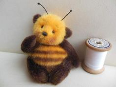 A Teddy Bumble Bee. Tiny Teddies, 3d Figures, Charlie Bears, Love Bear, Cute Teddy Bears, Crochet Patterns Amigurumi, Amigurumi Tutorial, Bear Doll, Plush Animals