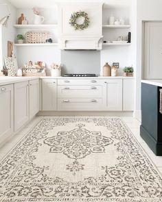 Kitchen Room Design, Home Decor Kitchen, Home Kitchens, Kitchen Ideas, Dream Home Design, House Design, Marble Floor Kitchen, Gloss Kitchen, All White Kitchen