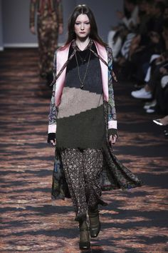 Etro Fall 2016 Ready-to-Wear Collection Photos - Vogue Winter Mode, Img Models, Sweater Fashion, Vogue Paris, Fall 2016, Autumn Winter Fashion, Fall Winter, Editorial Fashion, Nice Dresses