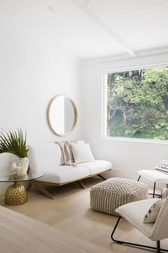 the hinterland hideaway - house studio decor office styling white ; the hinterland hideaway - haus studio dekor büro styling weiß Three Birds Renovations, House Renovations, Disney Home Decor, Style Deco, White Home Decor, White House Interior, White Houses, Interiores Design, Home Decor Inspiration