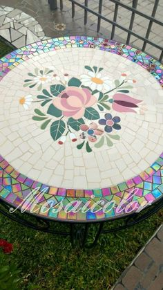 What a lovely addition for the patio Mosaic Tile Art, Mosaic Diy, Mosaic Garden, Mosaic Crafts, Mosaic Projects, Mosaic Glass, Glass Art, Mosaics, Mosaic Designs