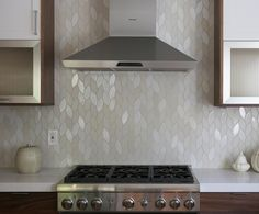 The backsplash is gorgeous. Installation Inspiration - Heath Ceramics. Wide Hex Twist from our Dwell Patterns in a mixture of overstock tile (including G7 Opaque, variation 4, M2 Stone White, var 2, M3 Parchment, var 2, and M65 Vanilla Bean, var 4).