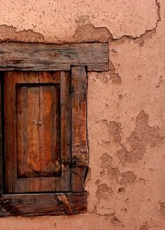 A dormir la siesta. Windows can be doors in Taos, New Mexico. Wooden Door Design, Wooden Doors, Old Windows, Windows And Doors, Santa Fe Style, Land Of Enchantment, Old Doors, Southwest Style, Texture Design