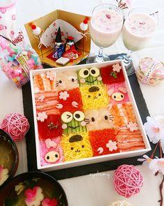 Sanrio sushi mosaic by AYAKO. Japanese Sweets, Japanese Food, Japanese Art, Temari Sushi, Hello Kitty Crafts, Bento Kids, Kimbap, Sushi Recipes, Bento Box