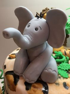 Elefant Fondant Torte Figur Smurfs, Cake Decorating, Dinosaur Stuffed Animal, Toys, Babyshower, Muffins, Clay, Fondant Cakes, Sweets