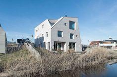 Minimalist, Natural Beach House - http://freshome.com/minimalist-natural-beach-house/