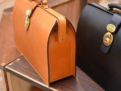 新生活には新しいビジネスバッグ。相棒になる鞄を探しに来てください Leather Briefcase, Leather Wallet, Leather Bag, Diy Leather Projects, Leather Craft, Spring Bags, Casual Bags, Leather Design, Leather Handbags