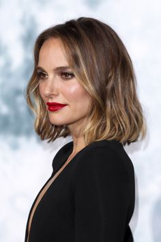 Smoky Gold Blonde Hair Color Is Top Glossy Winter Trend Winter Hairstyles, Bob Hairstyles, Medium Hairstyles, Short Haircuts, Wedding Hairstyles, Gold Blonde Hair, Blonde Honey, Beige Blonde, Icy Blonde