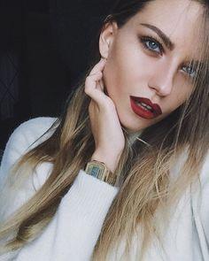 Магия: глаза здесь каждый день разные. Pretty People, Beautiful People, Beautiful Women, Alexandra Burimova, Beauty Makeup, Hair Makeup, Dark Lips, Blonde Beauty, Poses