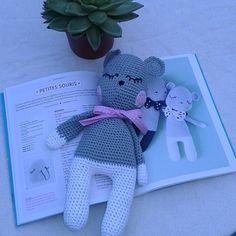 Ma petite souris de tendre crochet avec le coton natura de dmc en vente rue de la manutention à palais belle ile by colette.poupoune