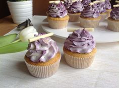 Vanilkové cupcakes s borůvkami Mini Cupcakes, Sweet Recipes, Cheesecake, Fruit, Cooking, Pizza, Blog, Kitchen, Cheesecakes