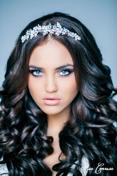 Wedding Hairstyle with long loose curls, headdress & neutral make-up