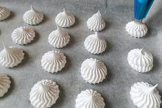 Pusinky, Drobné pečivo, recept   Naničmama.sk Best Oatmeal Cookies, Slovak Recipes, Getting Hungry, Pavlova, Mini Cupcakes, Bellisima, Icing, Yummy Food, Sweet